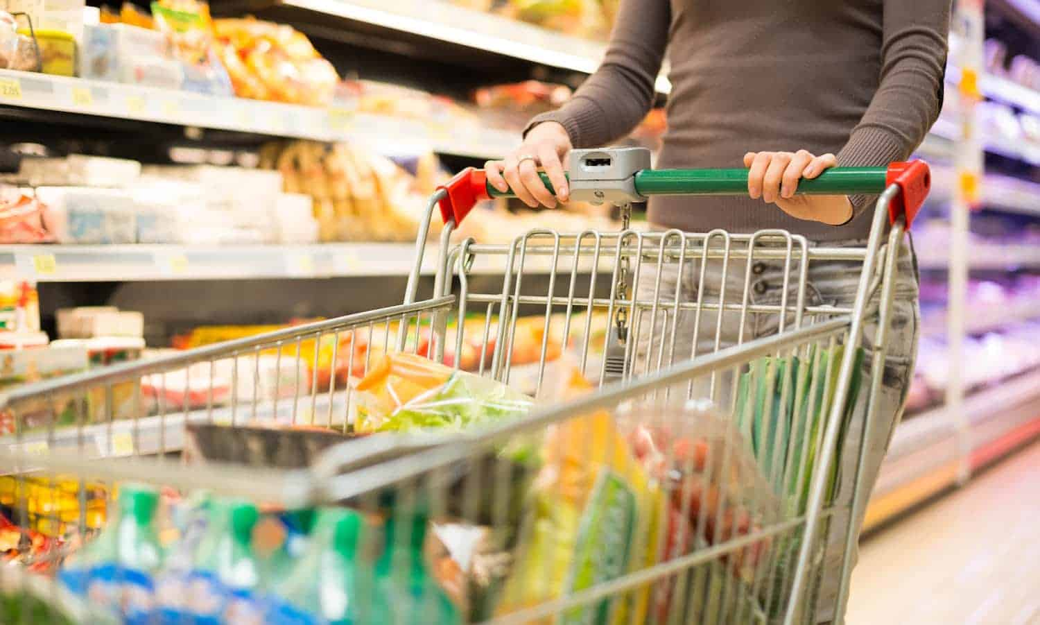 A new report suggests less than half of U.S. grocery companies commit to eliminating food waste, but other stores can catch up with crucial first steps.