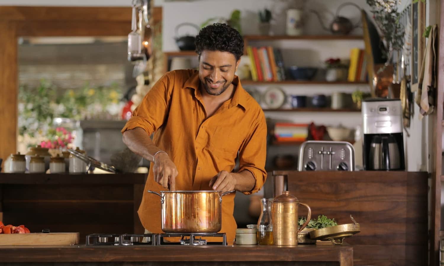 A popular Indian chef Ranveer Brar is trying to bring traditional grains and cooking methods back into many Indians' regular diets.