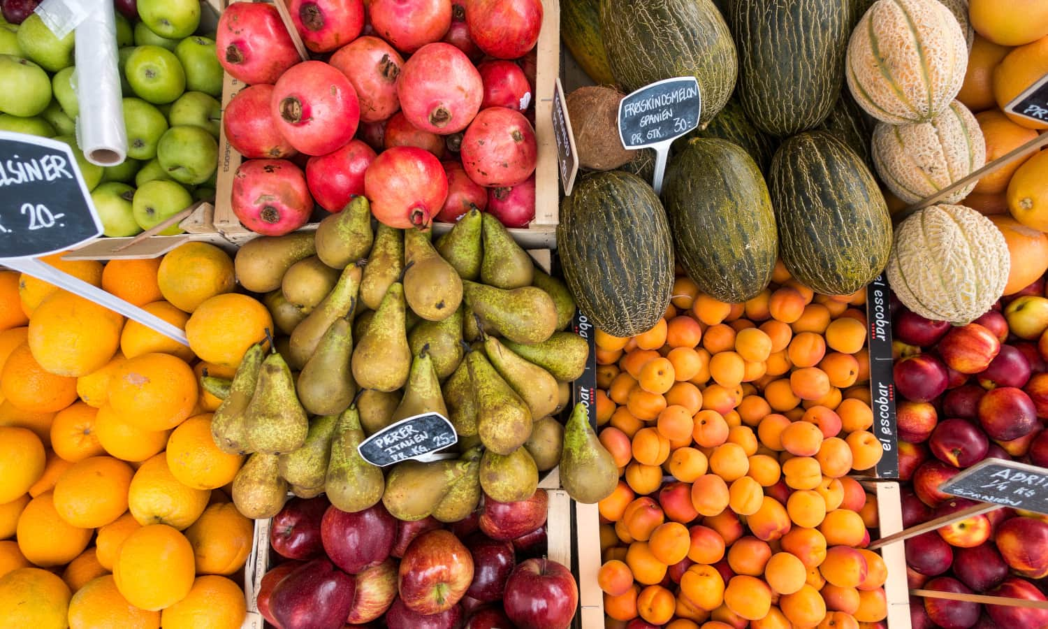 Food Tank highlights guides and resources for eating produce seasonally.